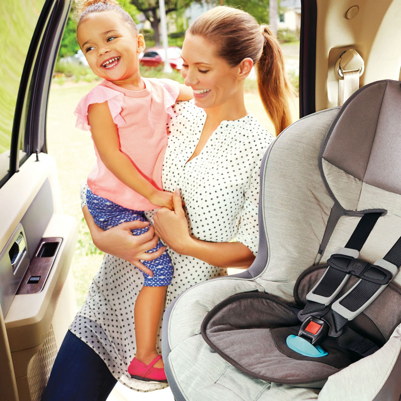 tips-staying-sane-family-road-trip-mother-carseat