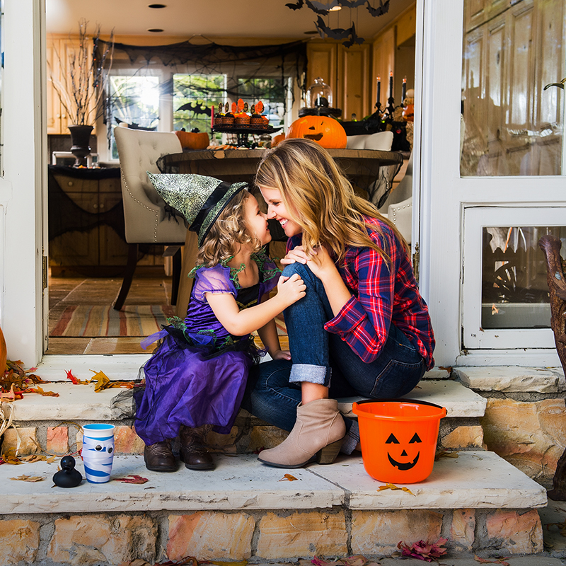 kids-halloween-traditions-fun-ideas-treats-decor_1_800