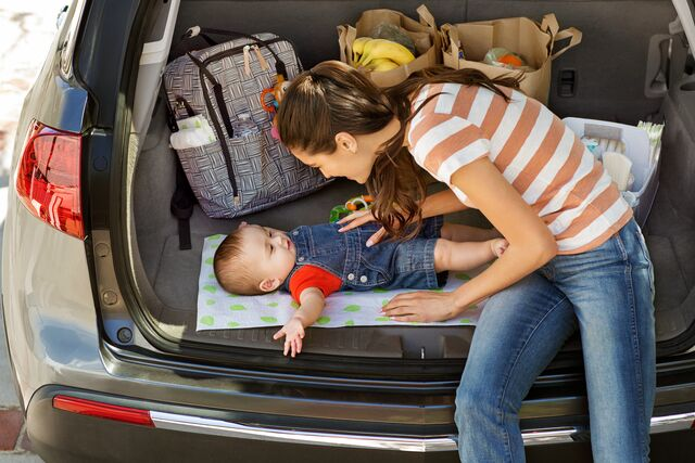 diaper-change-while-traveling-1