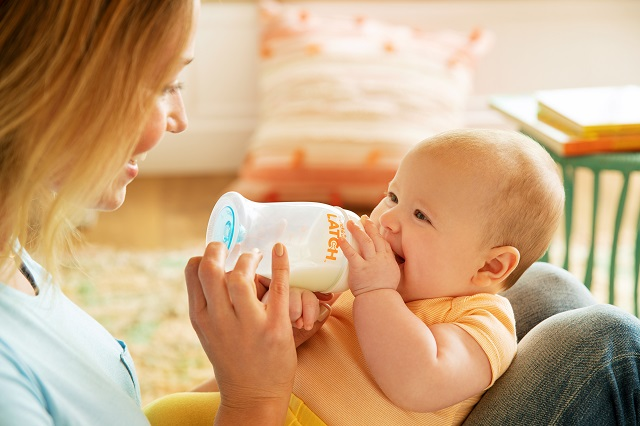 How Much Should a Newborn Eat By Age